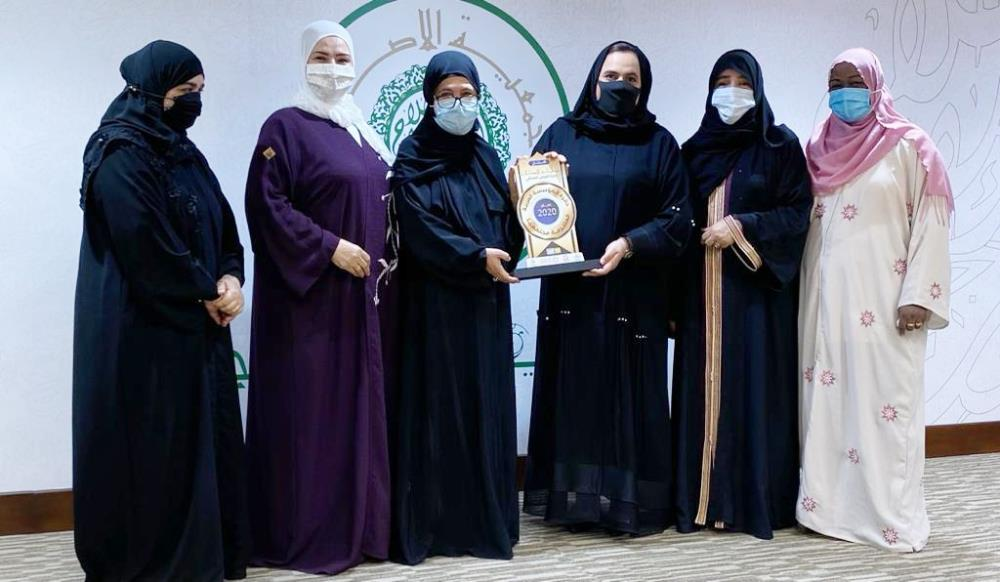 "Women's Work Department in ""Al-eslah"" receive the Community Committed Arab Foundation award"